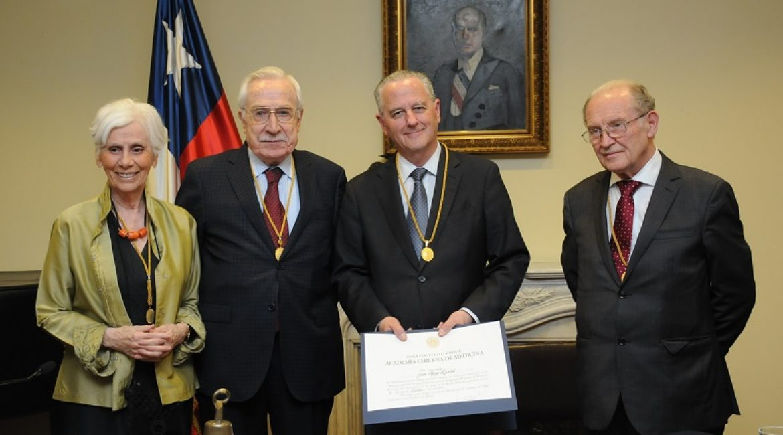 Dr. Juan Hepp es elegido miembro de número de la Academia de Medicina