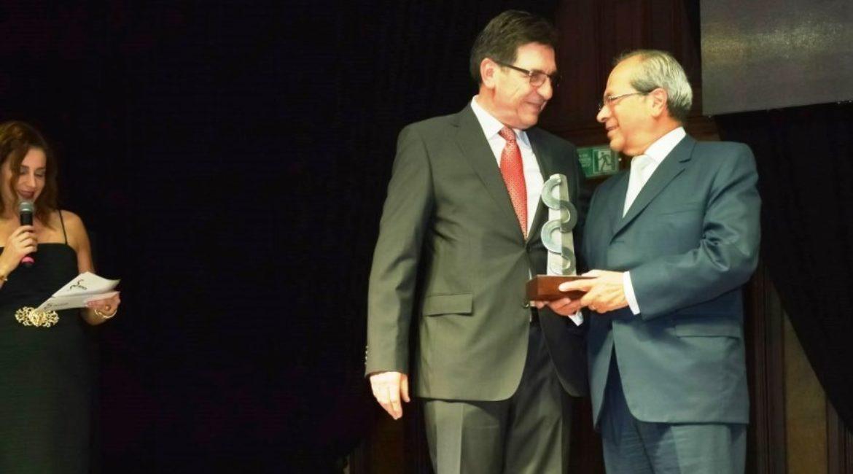 Doctor Patricio Silva gana el Premio Espíritu AMCA 2018