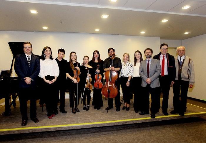 AMCA y Facultad de Medicina CAS-UDD organizaron encuentro musical con Paolo Bortolameolli